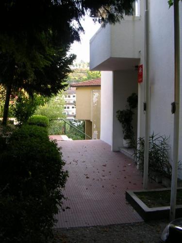 Vista lateral da entrada sede da junta